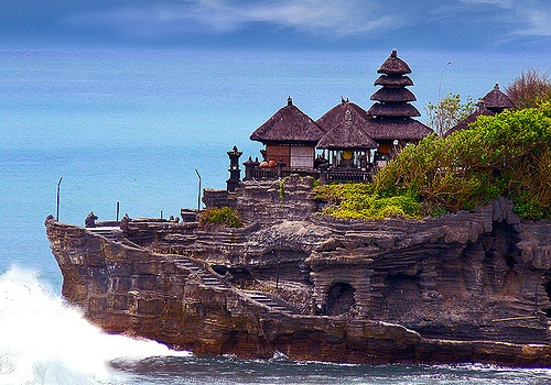 Tanah Lot Popular Tourist And Cultural Icon For Photography At