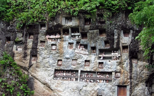 Tana Toraja Burial Sites